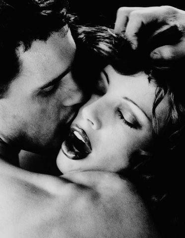 Birlikte orgazm olmanın yolları  Zevkin en üst noktasını beraber tatmak piyangodan para çıkması kadar uzak bir ihtimal gibi görünebilir size. Yine de aşağıdaki tüyoları denerseniz bu kadar da zor olmadığını göreceksiniz.